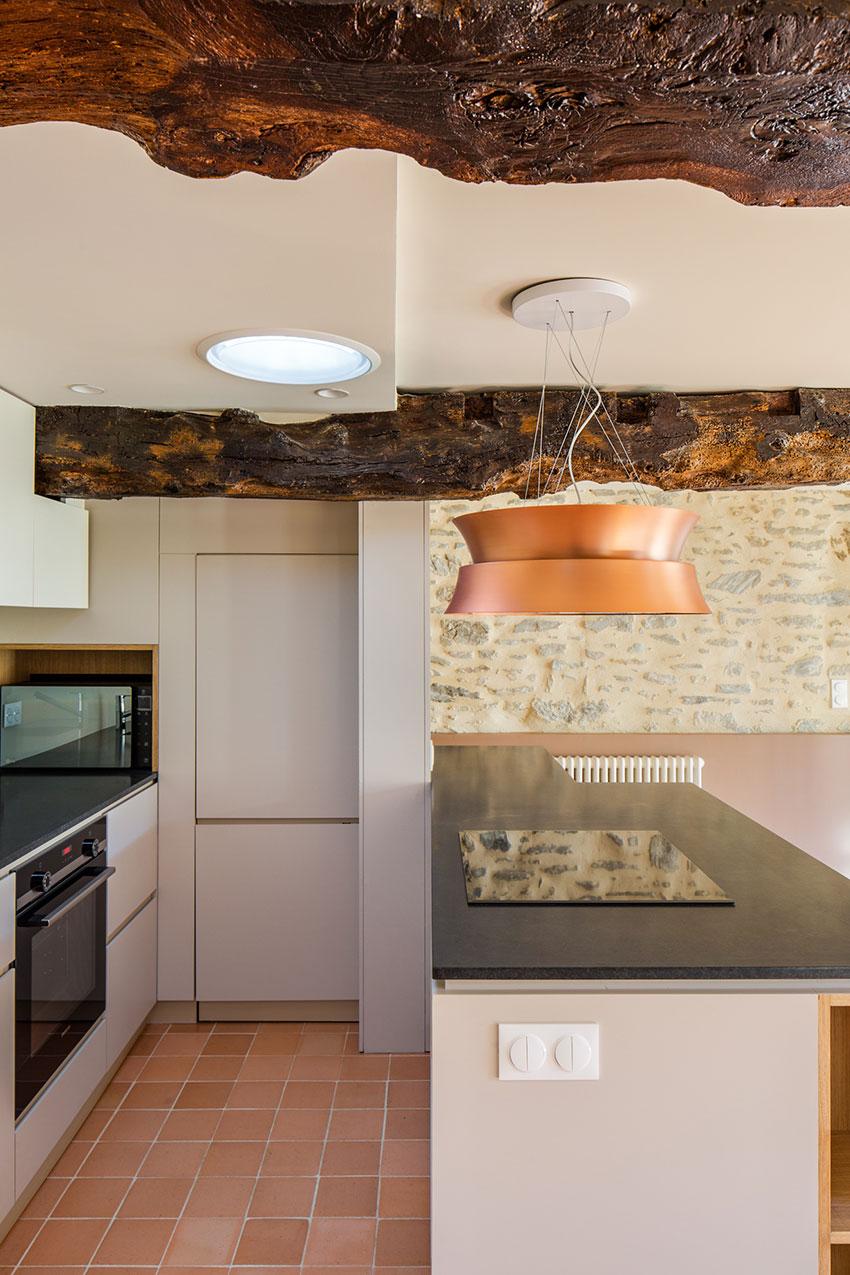 Architecture-intérieure-Cuisine-sur-mesure-avec-tomettes