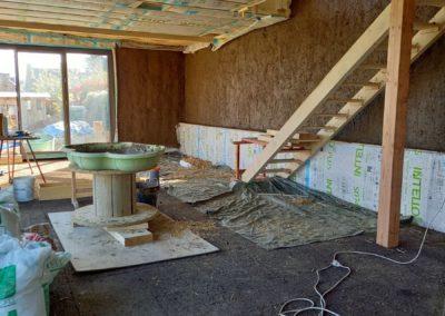 Enduit terre dans maison bois paille